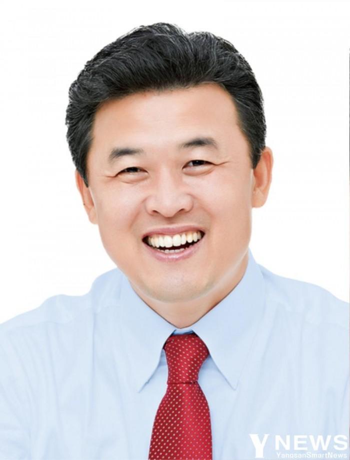 윤영석의원 보도자료용 사진.jpg