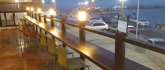시인과의 수요 산책 / 해돋이 카페의 사랑 / 유진숙